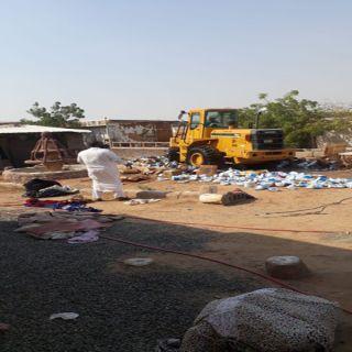 بلدية جنوب جدة تضبط عمالة تقوم بتعبئة مواد تنظيف مجهولة المصدر