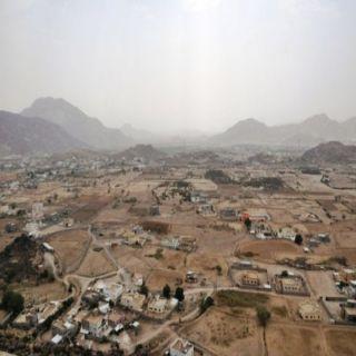 """أهالي ثلوث المنظر يستقبلون رئيس بلدية بارق """"آل مبشر"""" بحزمة من المُطالبات"""
