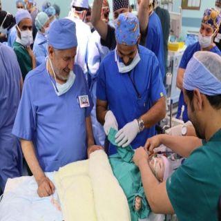 """#الرياض: نجاح عملية فصل السياميين اليبيين """"أحمد ومحمد"""""""