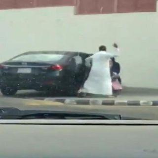 القبض على مواطن ظهر في مقطع فيديو يُعنف أبنته في #جدة
