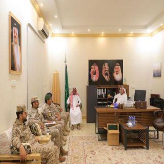 محافظ #بارق يستقبل ضباط خلية العناية بأسر الشهداء