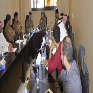 برئاسة العميد السعوي مدني عسير يجتمع بشركات المصاعد في المنطقة