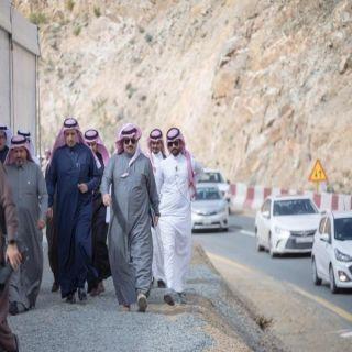 سمو أمير عسير يقف على تعثر مشروع طريق الطائف - عسير