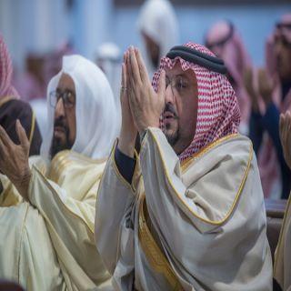 أمير القصيم يؤدي صلاة الاستسقاء بجامع الأمير عبدالإله بحي الصفراء في #بريدة