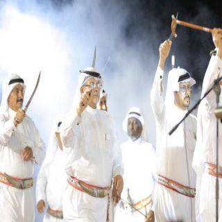 بالصور والفيديو - أهالي ثلوث المنظر يُشعلون ليلة مهرجان بارق بالفنون الشعبية