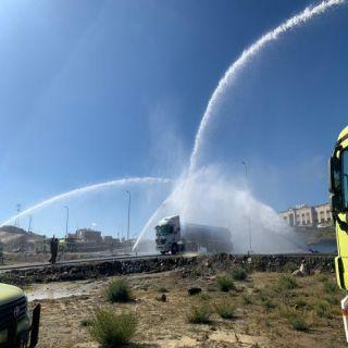 شاهد -مدني #عسير ينفذ فرضة تدريبية لإطفاء ناقلة وقود
