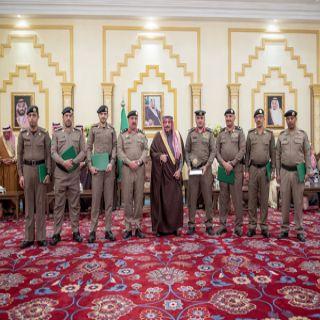 سمو أمير القصيم يُكرم مُدير مرور المنطقة وعدد من الأفراد نظير جهودهم الميدانية