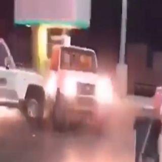 مرور #القصيم يوقف قائد مركبة مارس التفحيط بجوار محطة وقود