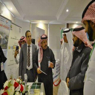 """وكيل #جامعة_الملك_خالد للشؤون التعليمية يشهد فعاليات """"يوم الصيدلة المهني"""""""