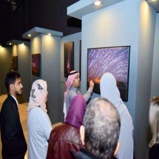 وفد أجنبي وعربي يزور معرض تصوير المجرات ومسارات النجوم بـ #عرعر