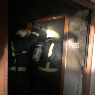 مدني خميس مشيط يخمد حريق التماس كهربائي بمنزل بحي الرصراص