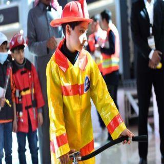 أطفال تبوك يتفاعلون مع الفرضيات التوعوية بمعرض الدفاع المدني