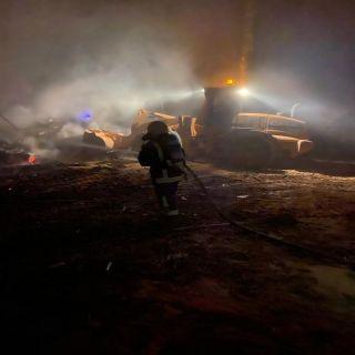 مدني الوجه يخمد حريق 3  مزارع بقرية ابو القزاز