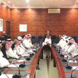 رئيس بلدية #بارق يُناقش الخطط الوقائية من فيروس #كورونا الجديد