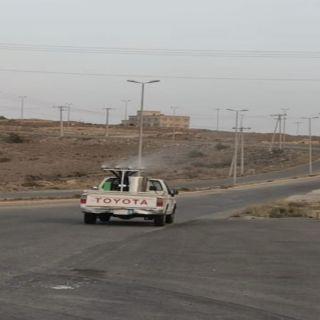 بلدية بني كبير تواصل رش المبيدات الحشرية في القُرى واماكن تجمع المياة