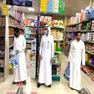 مراقبي بلدية #بارق يقفون على حركة التسوق داخل المحال التجارية