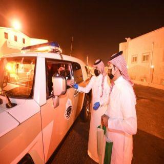 #أمانة_عسير توزع المُعقمات على رجال الأمن اثناء فترة منع التجوال