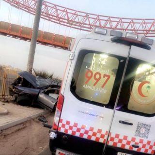 مٌمرضة تنقذ وافد ارتطمت مركبته بعامود كهرباء بعرعر