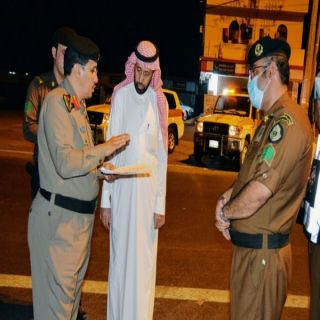 محافظ محايل المكلف يتفقد بعض قرى المحافظة والنقاط الأمنية اثناء منع التجول