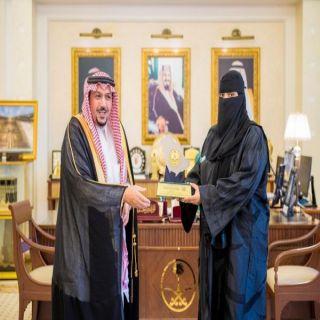 أميرمنطقة القصيم يكرم منسوبي جمعية الجودة والانجاز للمسؤولية الاجتماعية بمحافظةعنيزة