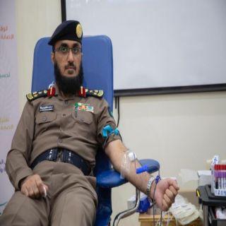 مُدير مدني #القصيم يُدشن حملة التبرع بالدم لمنسوبي الدفاع المدني
