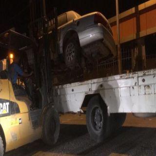 بالصور بلدية #محايل ترفع المركبات التالفة والمُهملة وسط المُحافظة