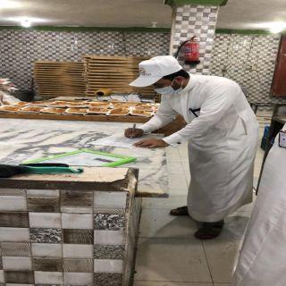 #بلدية_محايل تغلق مخبز وتصادر 138 كيلو من الاطعمة الغير صالحة .