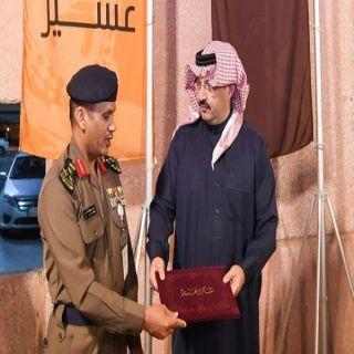 أمير عسير يُكرم مُدير الدفاع المدني العميد السعوي ومُدير المُتابعة