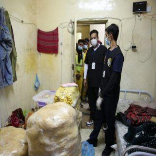 ضبط أكثر من ٣ آلاف كجم من المواد الغذائية الفاسدة بسكن عمالة في #عسير
