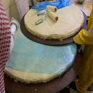 بلدية #بلقرن تُتلف 585 كجم من المواد الغذائية الفاسدة وتُغلق موقع المُخالفة