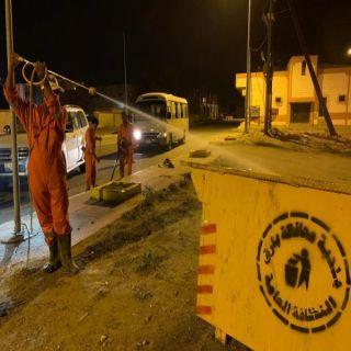 شاهد - #بلدية_بارق تكثف أعمال التعقيم وتفعل مبادرة المساند البلدي