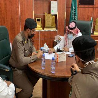 رئيس بلدية بارق ومُدير مرورو المُحافظة يُناقشان آلية الحركة المرورية بطريق الملك عبدالله