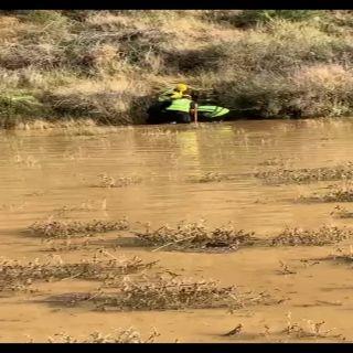 مدني أبها ينتشل جثة مواطناً غرق في سيل وادي الخليف بقرية ( قرضة)