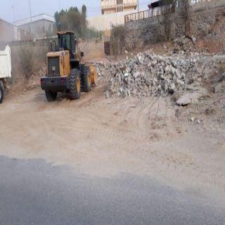#بلدية_بارق تزيل ٤٦٠٠ طن مخلفات بناء وتصلح الأرصفة المتهالكة