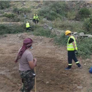 مدني #المجاردة ينجح في إنقاذ شخصين علقا في جبل آل مرير بمركز #خاط