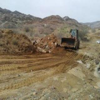 #بلدية_بارق تُعيدفتح الطرق والممرات المتضررة جراء الأمطار بسيالة وسليم