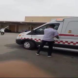 """مريض يهرب بسيارة إسعاف للهلال الأحمر و""""وطنيات"""" تكشف التفاصيل"""