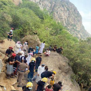 مدني #جازان ينتشل جثث 4 شبان سقطت مركبتهم في منحدر جبلي بـ #العارضة