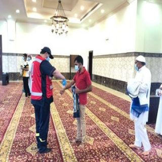 متطوعو الهلال الأحمر يشاركون في فرز المصلين بأكثر من 850 مسجدا في مناطق المملكة