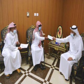 الأمير تركي بن طلال يتكفل بزواج كفيف محايل عسير