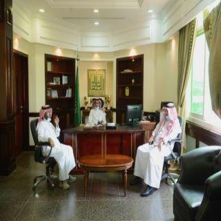 رئيس #جامعة_الملك_خالد يطلع على سير الدراسة ويلتقي الطلاب في قاعات الدراسة وافتراضيًّا