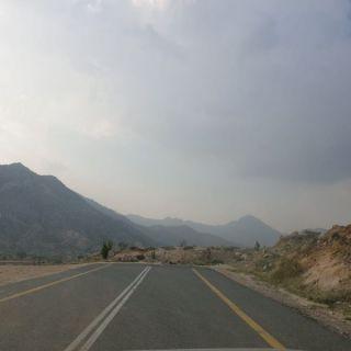 طريق #المجاردة ثلوث المنظر ينتهي بصخرة ومُطالبات بإستكمال المشروع
