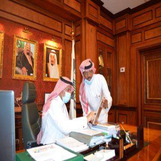 """رئيس #جامعة_الملك_خالد يدشن المعرض الافتراضي """"الوطن بريشة الفن"""""""