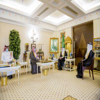 سمو أمير #القصيم يتسلم التقرير الختامي للموسم الماضي في ميدان الملك سعود للفروسية