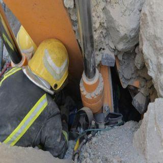 في #حائل نجاة مُقيم انهارت على مُعدته صخور اثناء الحفر