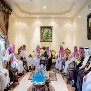 سمو أمير القصيم  يعزي أسرة الفوزان المشرف على لجنة إصلاح ذات البين