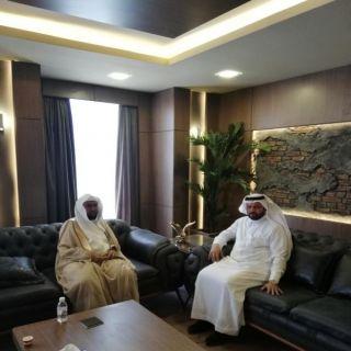 رئيس هيئة محايل يزور رئيس بلدية المحافظة