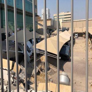 إنهيار سقف مواقف برج سكني في #الخبر والدفاع المدني يهرع للموقع