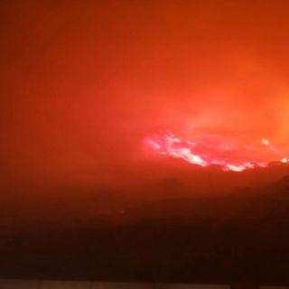 الدفاع المدني في #تنومة يُباشر حريق بجبل غلامه