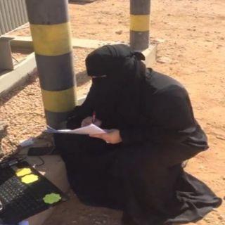 فيديو - معلمة من #عر_عر تستعين بالضغط العالي لإكمال حصصها